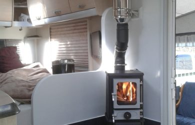 01 Hobbit installed in a modern caravan