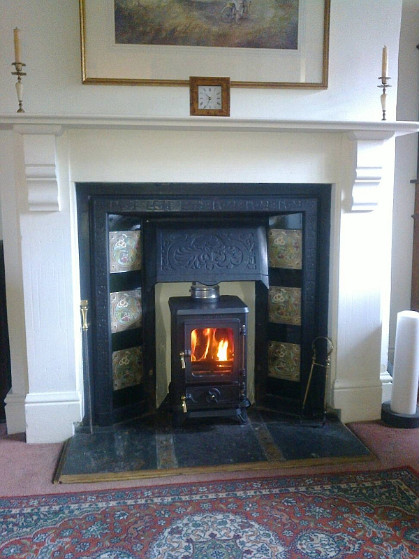 the hobbit small multi fuel cast iron stove rh salamanderstoves com fireplaces for small rooms gas fire for small room