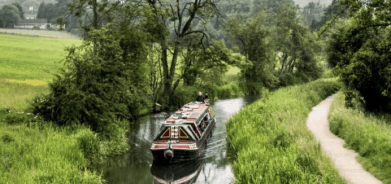 CANAL BOAT COMPETITION – WIN A HOBBIT STOVE