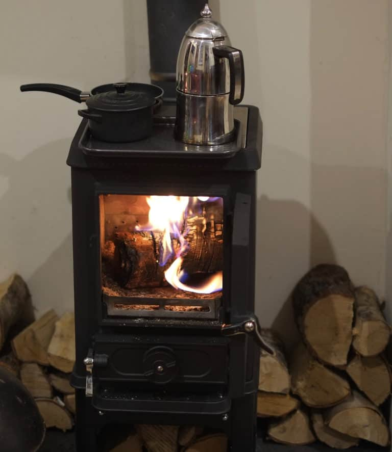 Tiny wood stove cooking – Take a tour of the Hobbit kitchen