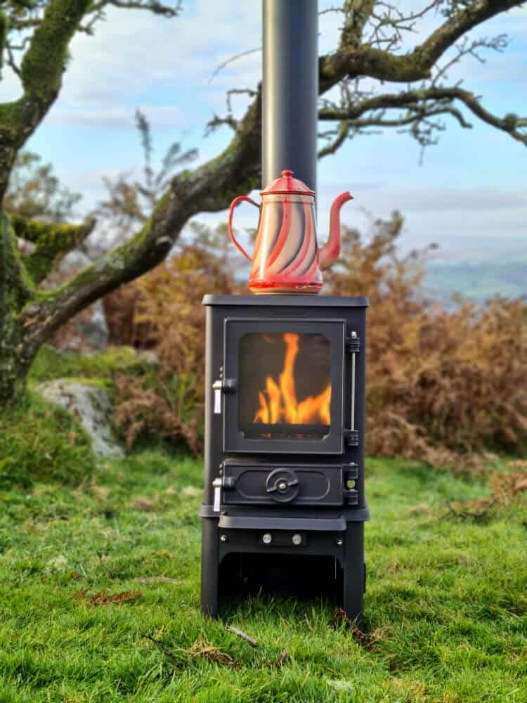 Hobbit Small Stove With Kettle